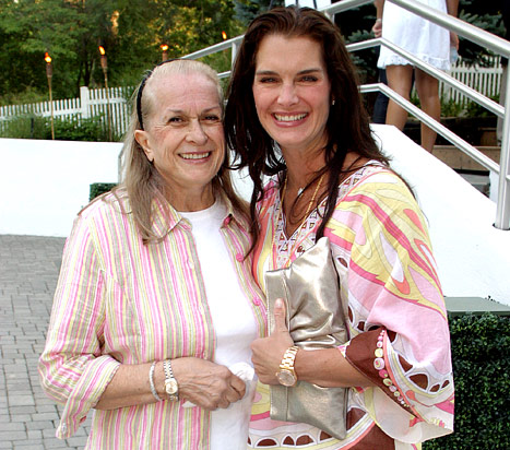 Brooke Shields&#39; Mother Teri Dies at 79