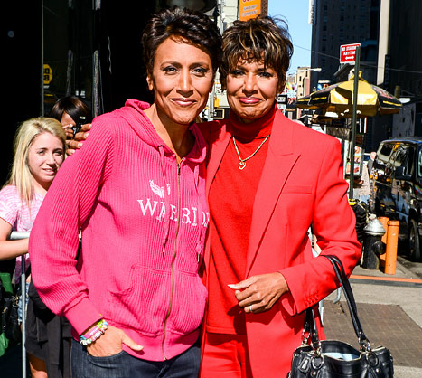 Robin Roberts &quot;Moved to Tears&quot; By Fans&#39; Support After Brief Hospitalization