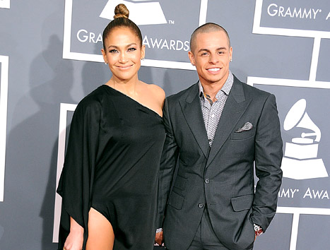 Jennifer Lopez&#39;s Boyfriend Casper Smart &quot;Cracks Up&quot; At Awestruck Reactions to Her Sexy Grammys 2013 Dress