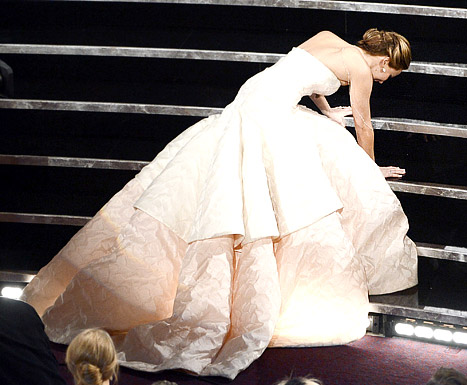 "Jennifer Lawrence Explains Her Fall at the Oscars: ""Look at My Dress!"""