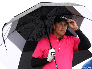 With a bad draw, Phil Mickelson struggles at St. Andrews