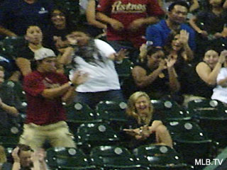 Worst date ever: Boyfriend bails as foul ball hits girlfriend