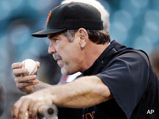Bruce Bochy puts Giants reserves on stand-by for Game 3