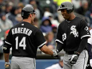 Dye and Konerko reach 300 homers within seconds of each other