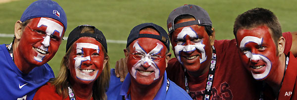 Rangers welcome World Series for first time with sea of color