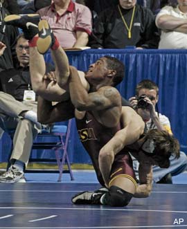 One-legged wrestler doesn't let disability, opponents stop him