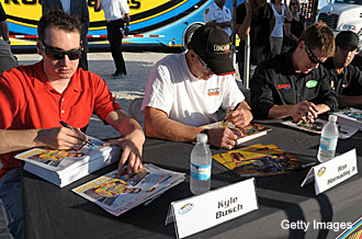 Kyle Busch, Ron Hornaday look to double up at Dover