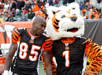 Ochocinco, now $30,000 poorer, plans to blow Ragnar's horn
