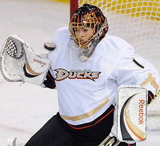 Friday's three stars: Hiller ties record in Ducks' win over Oilers