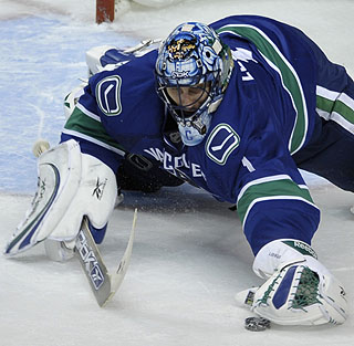 Luongo states his case for bringing the Vezina Trophy west