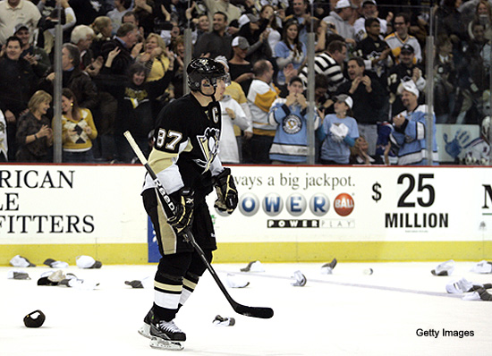 Saturday's Three Stars: Crosby nets trick; Hedberg blanks Flyers