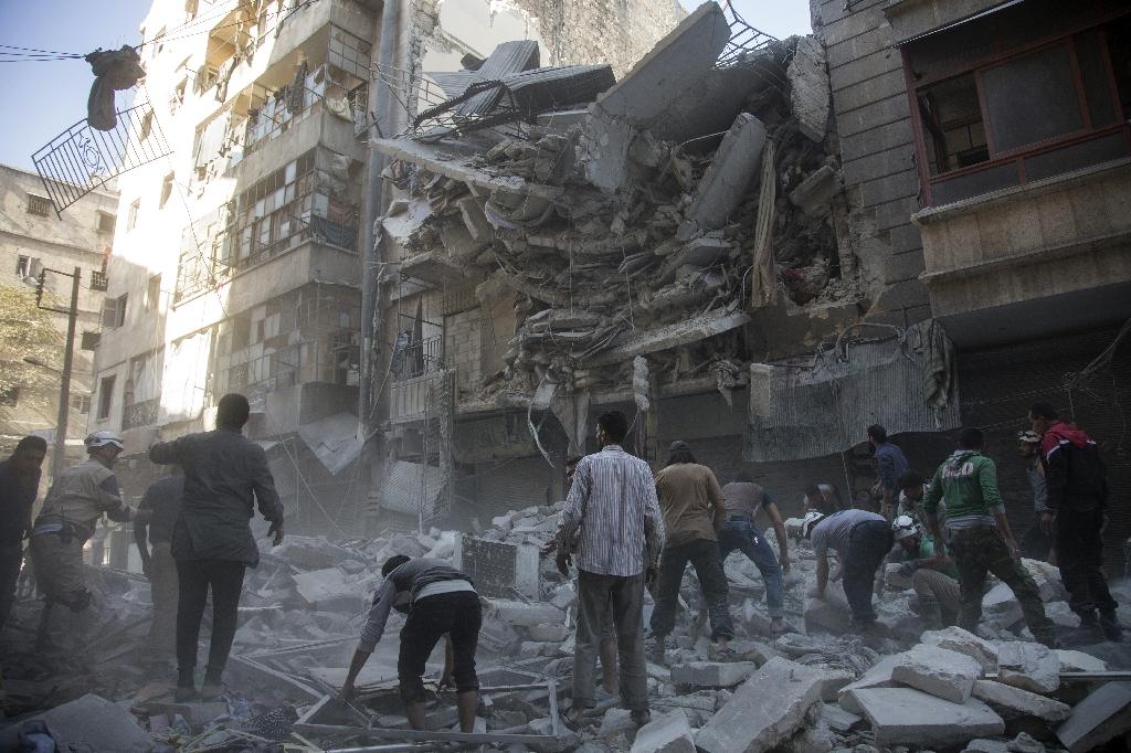 Desperate people of Aleppo fear massacre: rescue chief