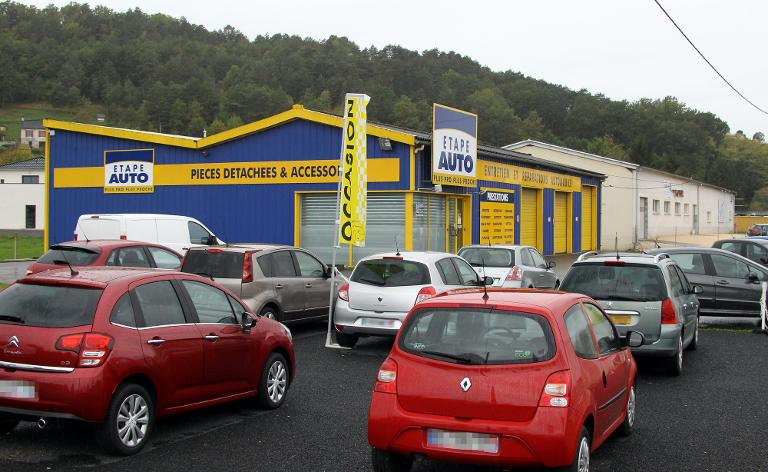 A picture taken on October 28, 2013 in Terrasson, central France, shows the garage where a child was found by mechanics in the truck of a car three days before