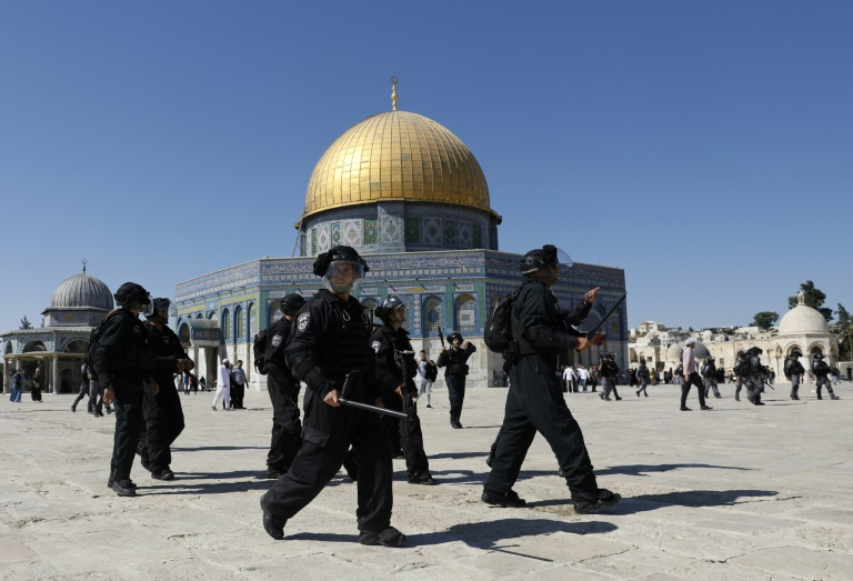 Israel police, Palestinians clash at flashpoint Jerusalem holy site