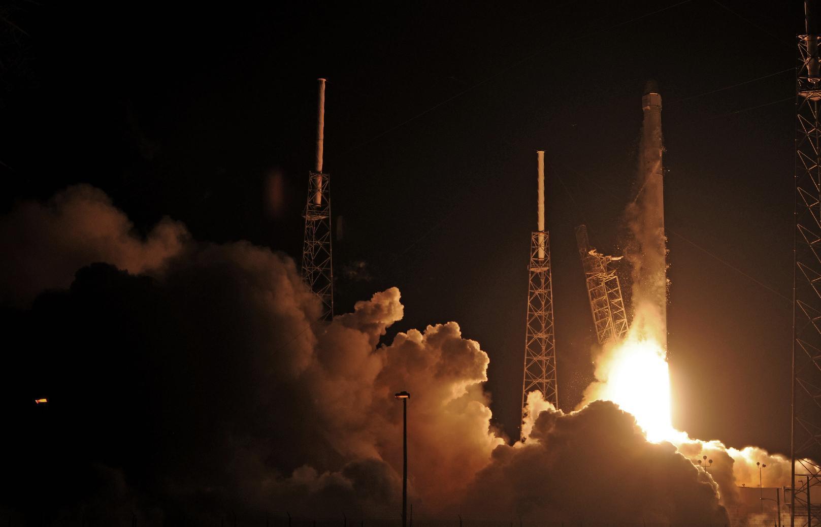 Сбой во второй ступени Falcon 9 заставил отменить старт