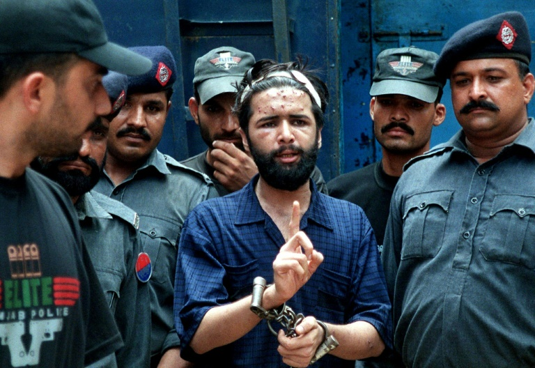 Pakistan overturns mans blasphemy conviction after 17 years on death row