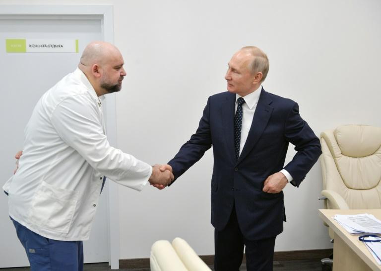 Russias top coronavirus doctor who met Putin tests positive