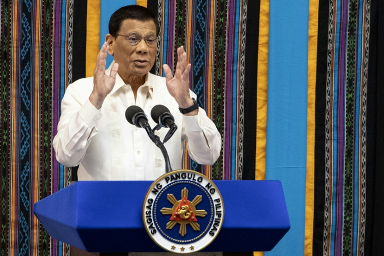 Fly buzzes Duterte as he attacks Philippine priests