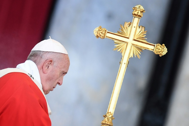 Pope says attacks by US Catholic critics an honour