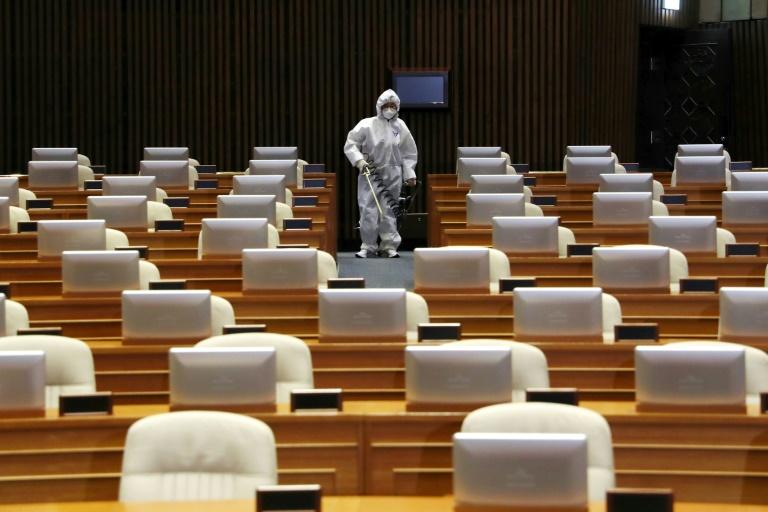 S. Korea very grave, Moon says as coronavirus cases approach 1,000