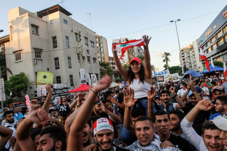 Lebanon government falls, protesters demand more
