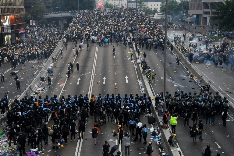Hong Kongs expat police become focus of protester rage