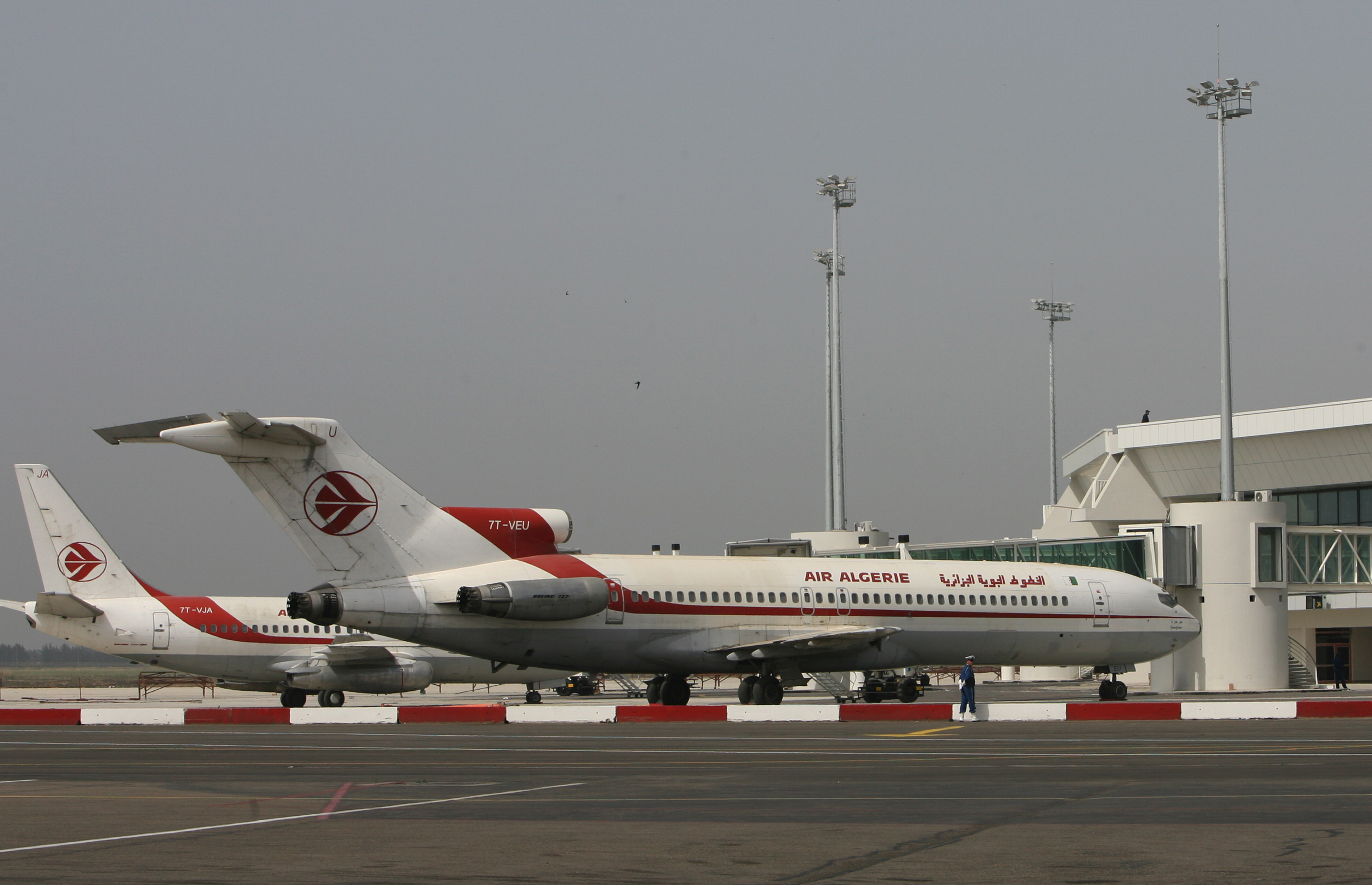 Air Algerie loses contact with plane over West Africa
