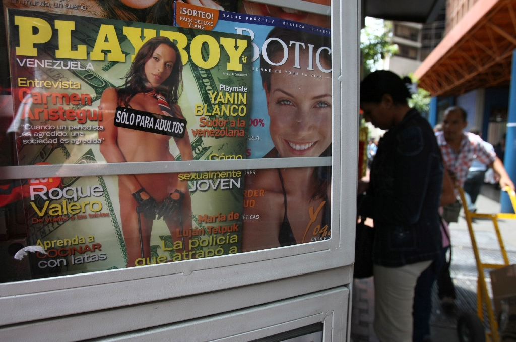 Playboy throws in towel, ends nude photos