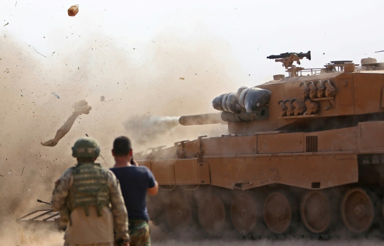 Syrian and Turkish armies in deadly border clash