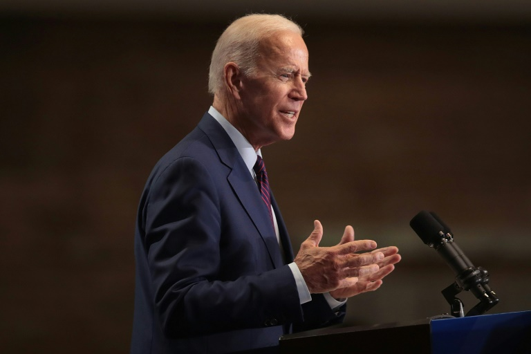 Biden scrambles after slipping in Democrats debate