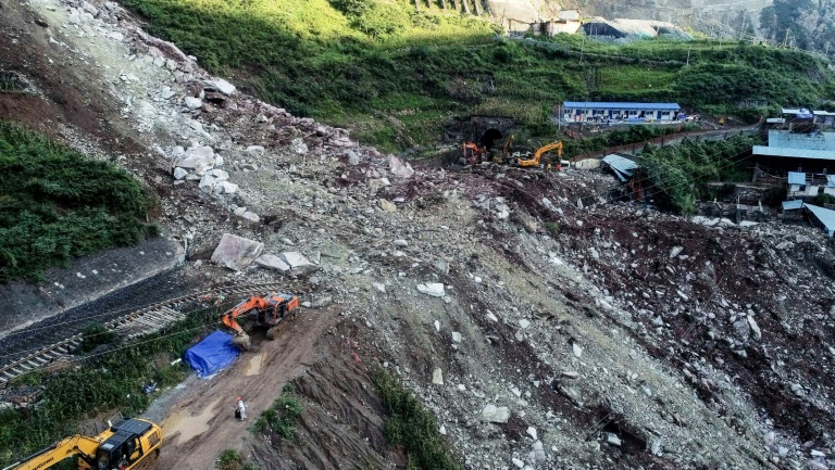 17 missing in SW China landslide