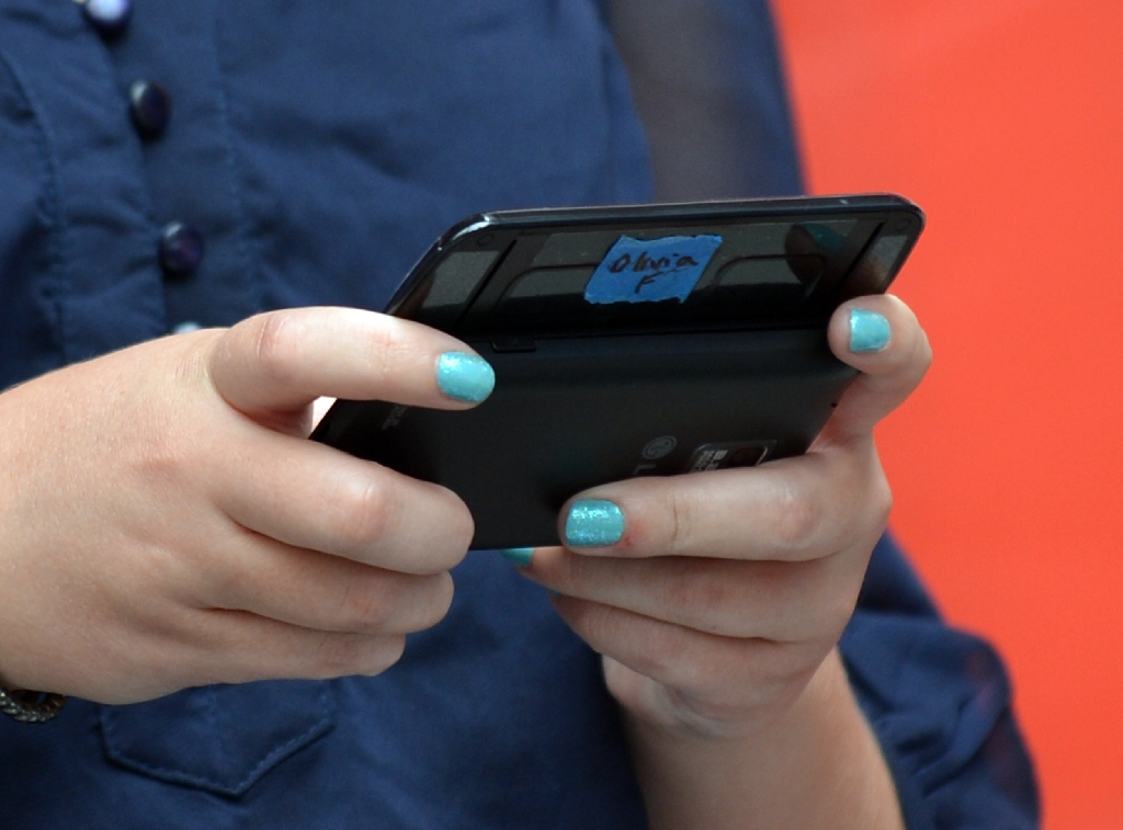 US teens add social media to toolbox for flirting