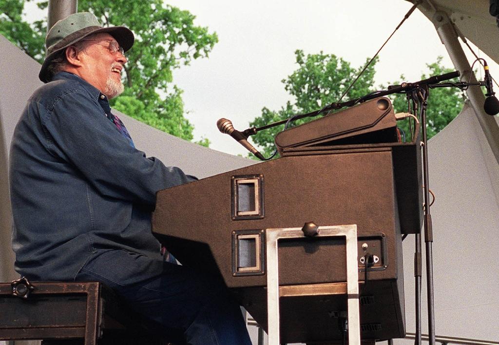 French jazzman Eddy Louiss, once in Stan Getz quartet, dies at 74