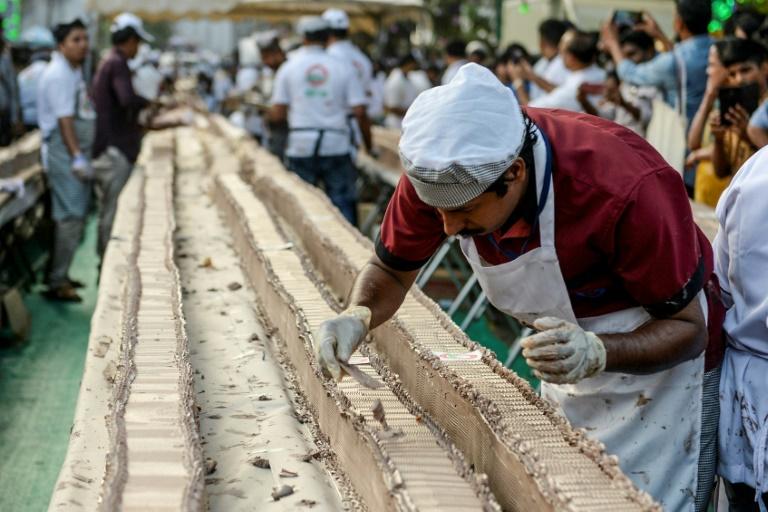 Sweet! Indian bakers make worlds longest cake