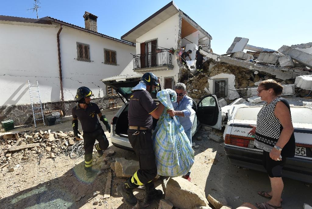 Pope mulls Italy quake visit as survivors dig in