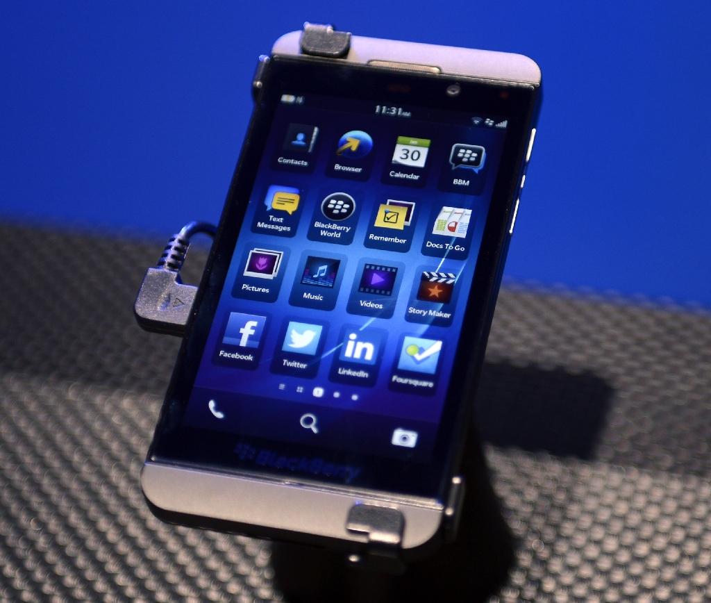 BlackBerry ekes out profit as revenues plunge
