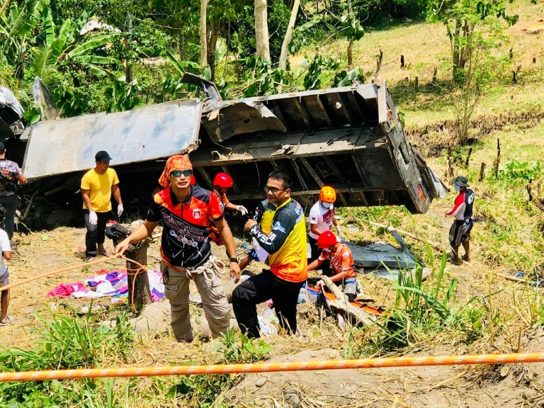 20 killed as truck plunges down ravine in Philippines