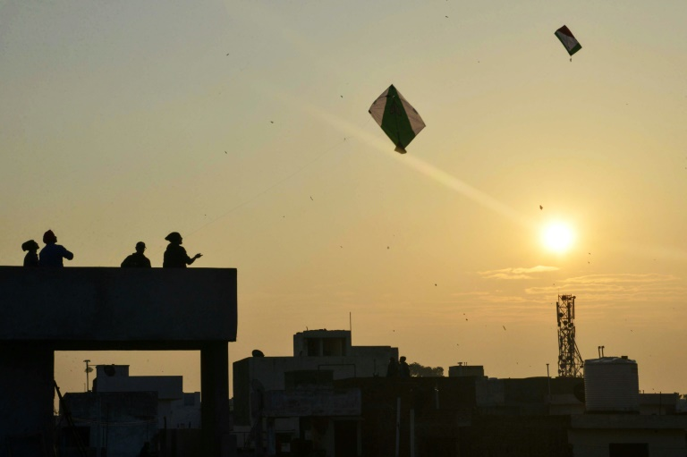 Indian girls throat slit in spate of deadly kite accidents