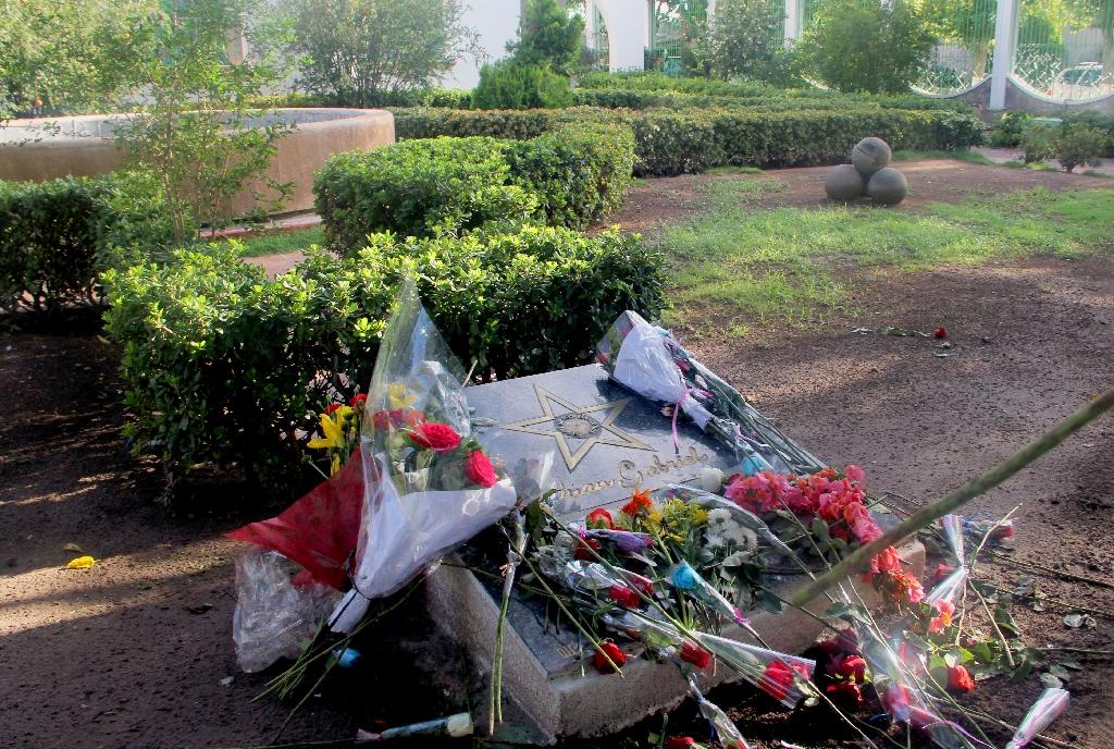 Mexico mourns death of singing legend Juan Gabriel