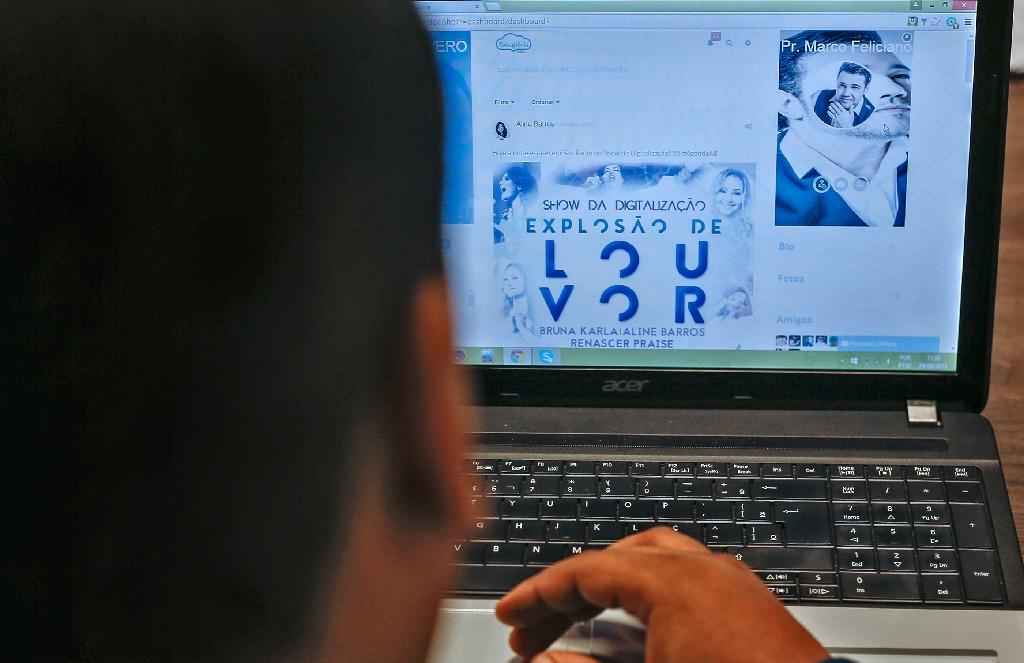 Facegloria: Facebook for Brazil's Evangelicals