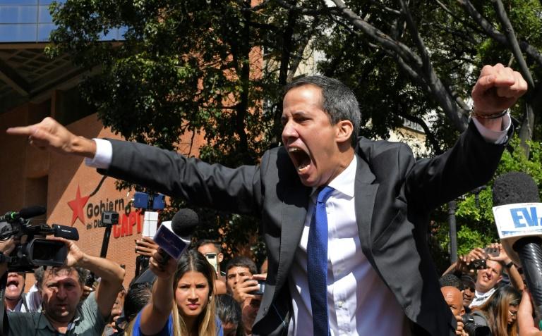 Venezuelas Guaido gains access to parliament speakers seat