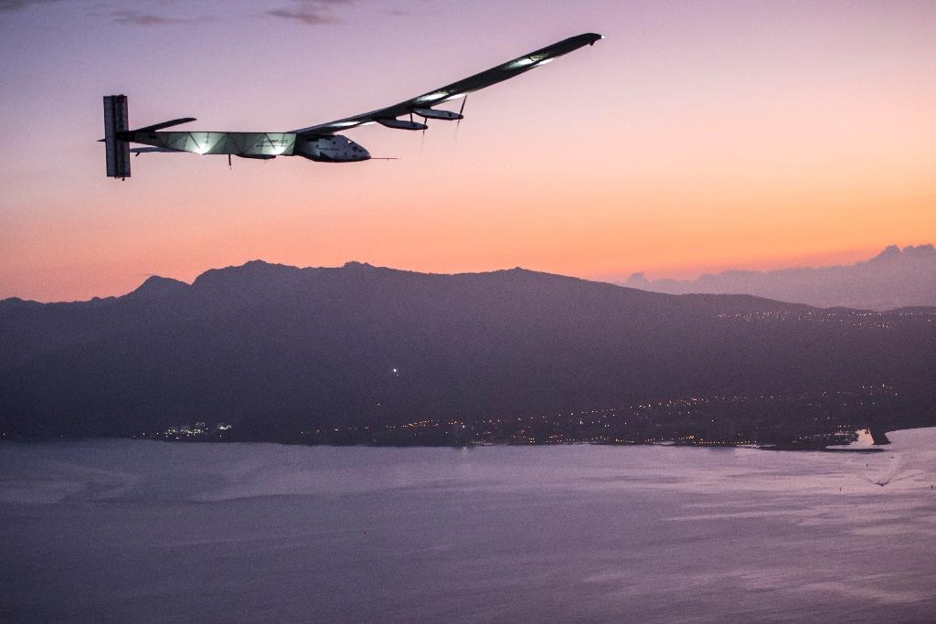 Solar Impulse lands in Hawaii, completing historic flight