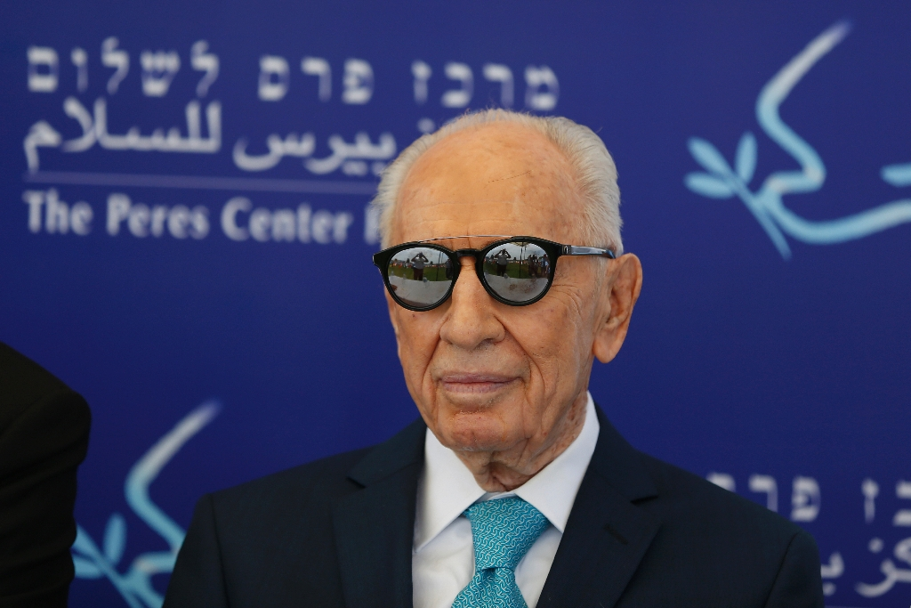 Israel's Peres 'fighting for life' after stroke