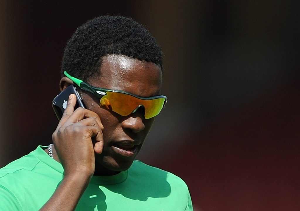 Cash-strapped Zimbabwe to tax mobile phones