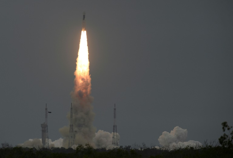 Indias Moon probe enters lunar orbit