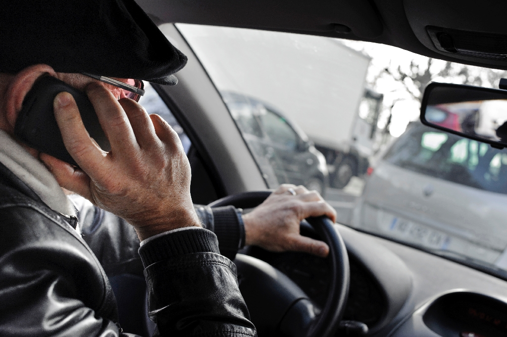 Americans tweet, text, surf ... while driving