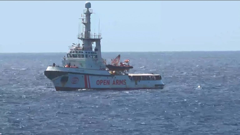 Explosive situation on migrant rescue boat in limbo off Italy