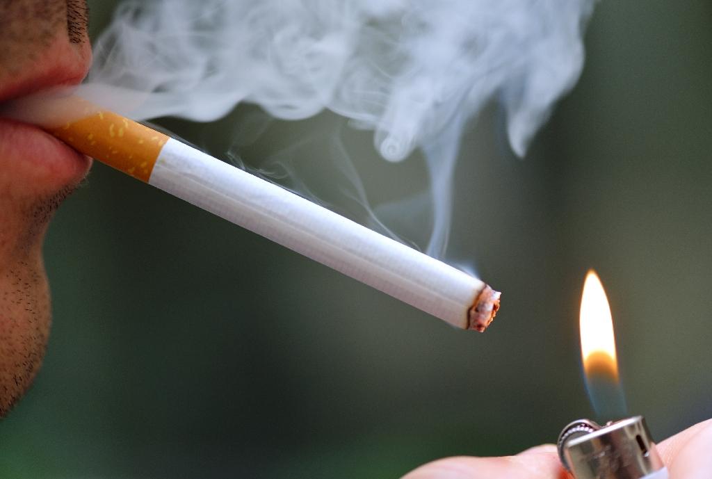 Dunhill cigarette vs Marlboro