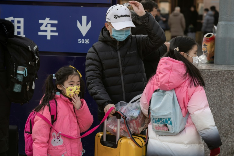 Asia steps up checks as China virus kills six, infects more than 300