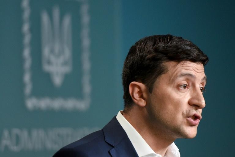 Emotional Ukraine president urges Putin to free sailors